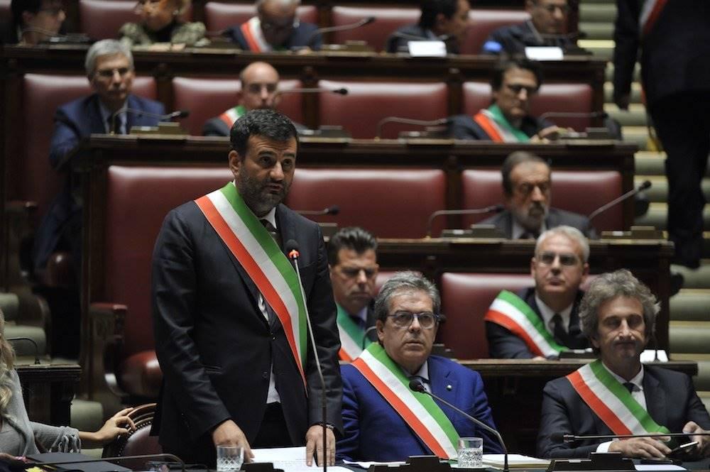 Rafforzata la scorta per il sindaco di Bari, Decaro